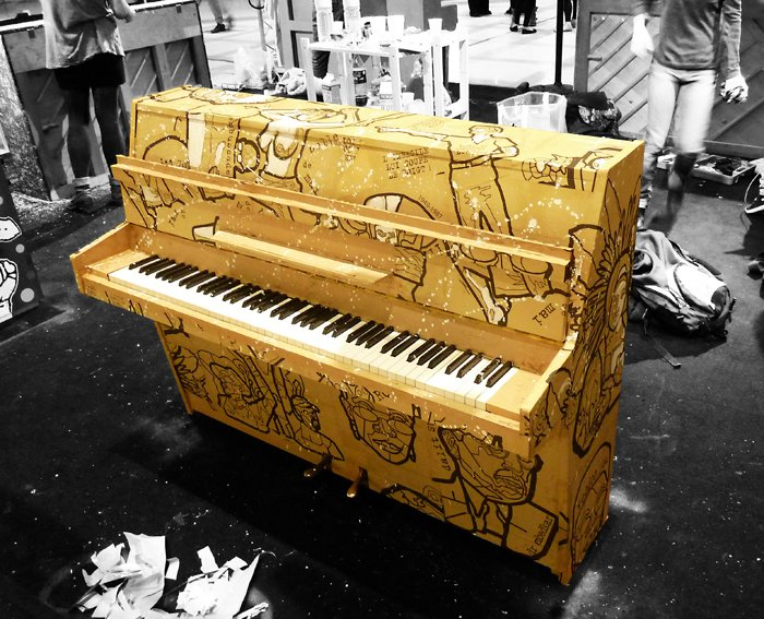 Performance et expo in situ dans Street Art piano_jbc_bd