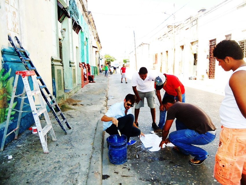 2ayuda_web dans Street Art